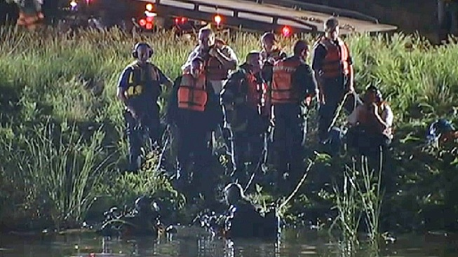 1 Dead After Car Goes Into Romeoville Pond