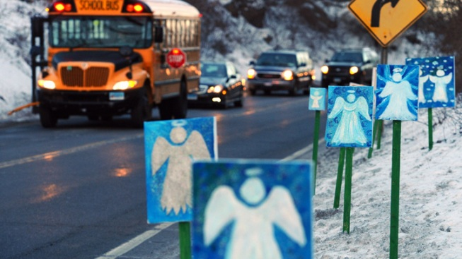 Newtown Gunman's Father Offers to Help Investigation