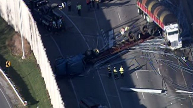 Semi Spills Load, Closes Southbound Bishop Ford in South Holland