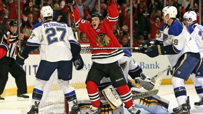 Blackhawks Look to Keep Momentum Rolling vs. Blues