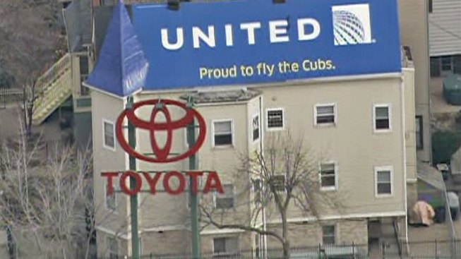 Wrigley Rooftop to Advertise United Airlines