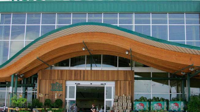Whole Foods Targets Dominick's Shoppers