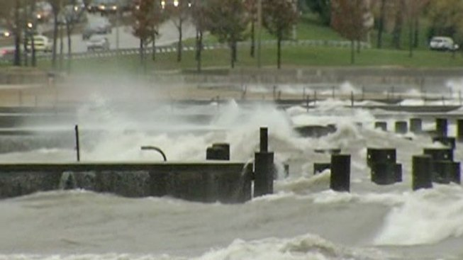 Wind, Rain Keep Hold of Chicago