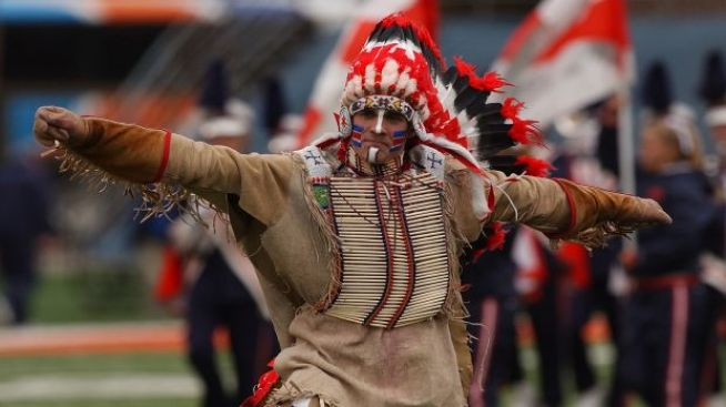 U of I Students Back Illiniwek in Campus Vote