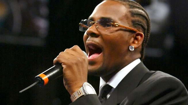 R. Kelly Surprises The Shrine