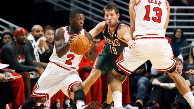 Robinson, Hamilton Lead Bulls Past Bucks
