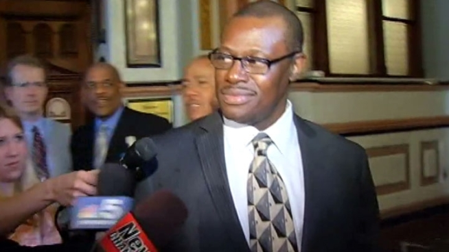 Rep. Derrick Smith, indicted on federal bribery charges, says he's an innocent man and won't step down. Kim Vatis reports.