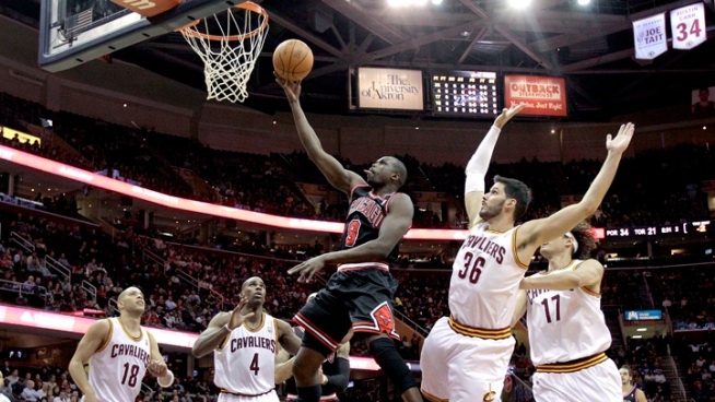 Bulls Coast Without Rose, Pound Cavs