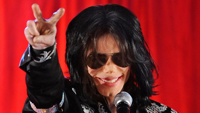 A Look Back: Loved Ones and Fans Mourn King of Pop