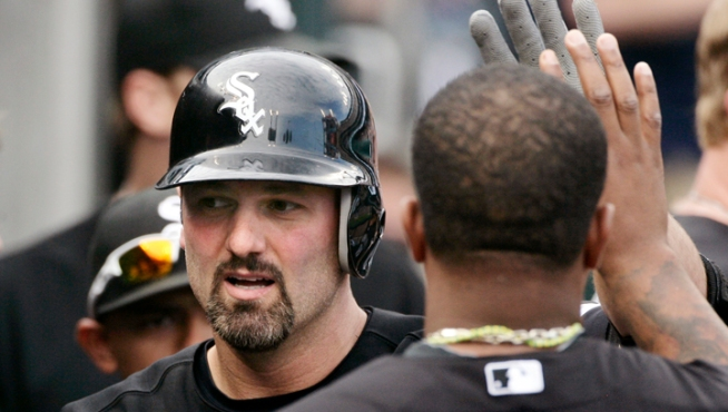 Dunn's Homer Gives Sox Win Over Tigers