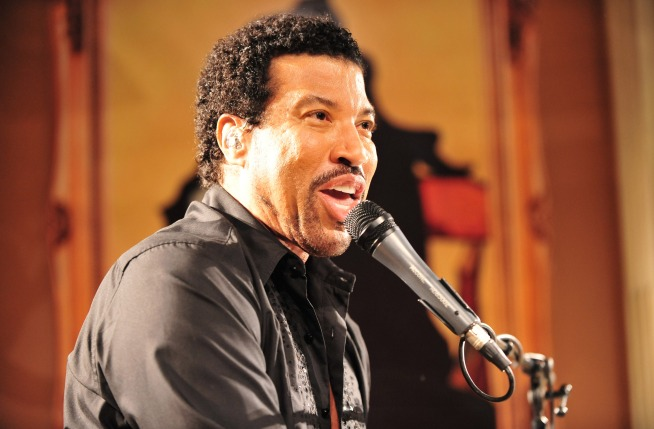 "Lionel Richie ""Cannot Wait"" to Walk Nicole Down the Aisle"