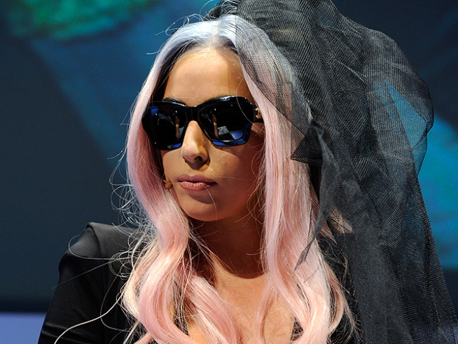 Gaga, Rihanna Top Magazines' Best-Selling Cover Girls
