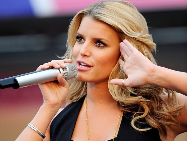 Jessica Simpson Tweets Advice on Love