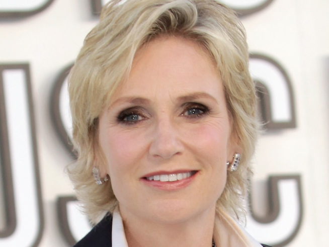 "Jane Lynch Talks ""SNL"" Experience, Singing On ""Glee"""