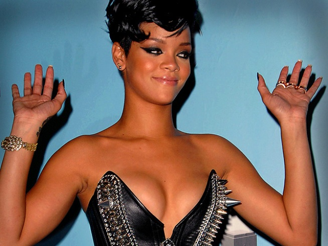 "Rihanna To Break Her Silence On ""Good Morning America"""
