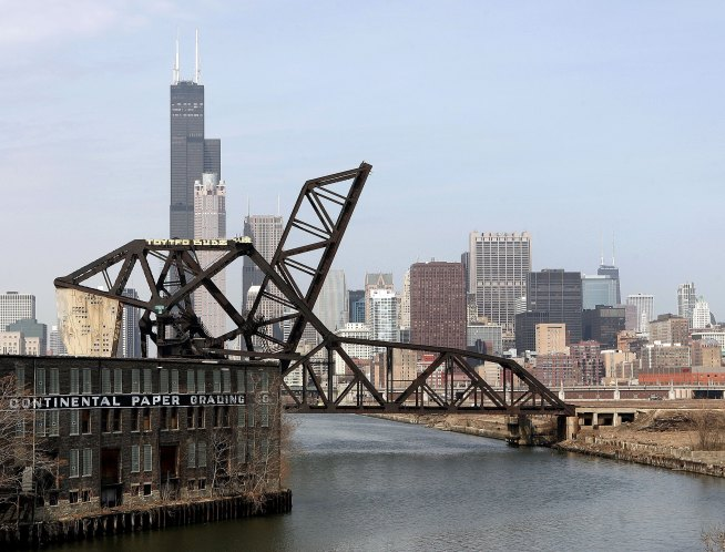 Man's Body Pulled From Chicago River