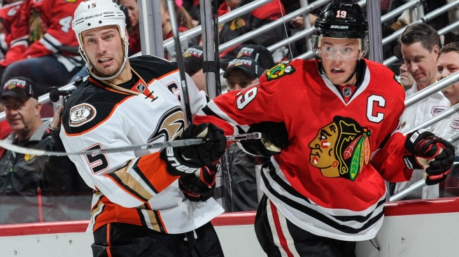 Toews Goal Lifts Blackhawks to 1-0 Win Over Ducks