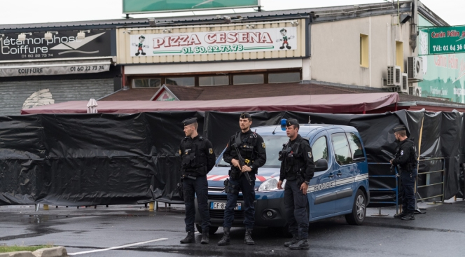 Man who drove into French pizzeria shows signs of acute paranoia