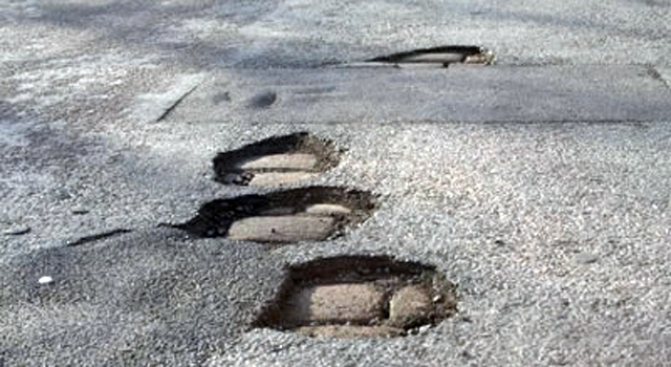 Daley Warms to Idea of Corporate Pothole Repair