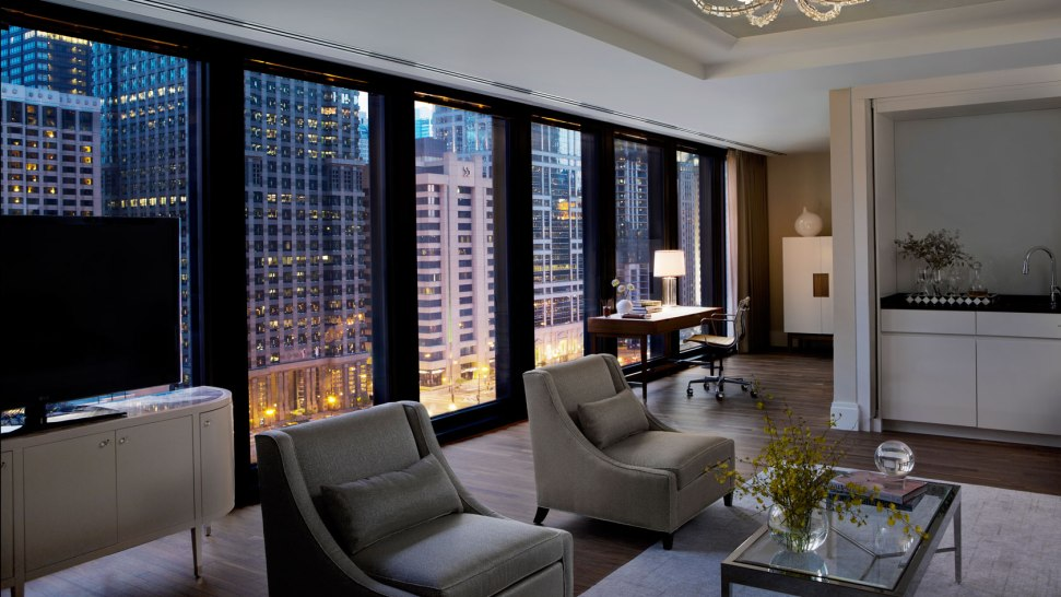 Chicago hotel voted by travelers as best luxury hotel in for Suites in chicago